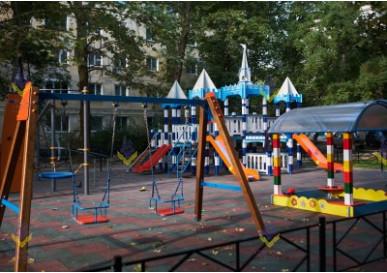 Красивая детская площадка в Республике Крым