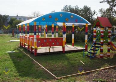 Детская площадка с теневым навесом