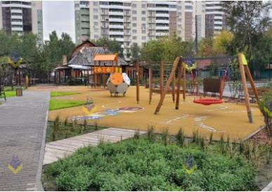 Детская площадка с необычным резиновым покрытием появилась в г. Новосибирск